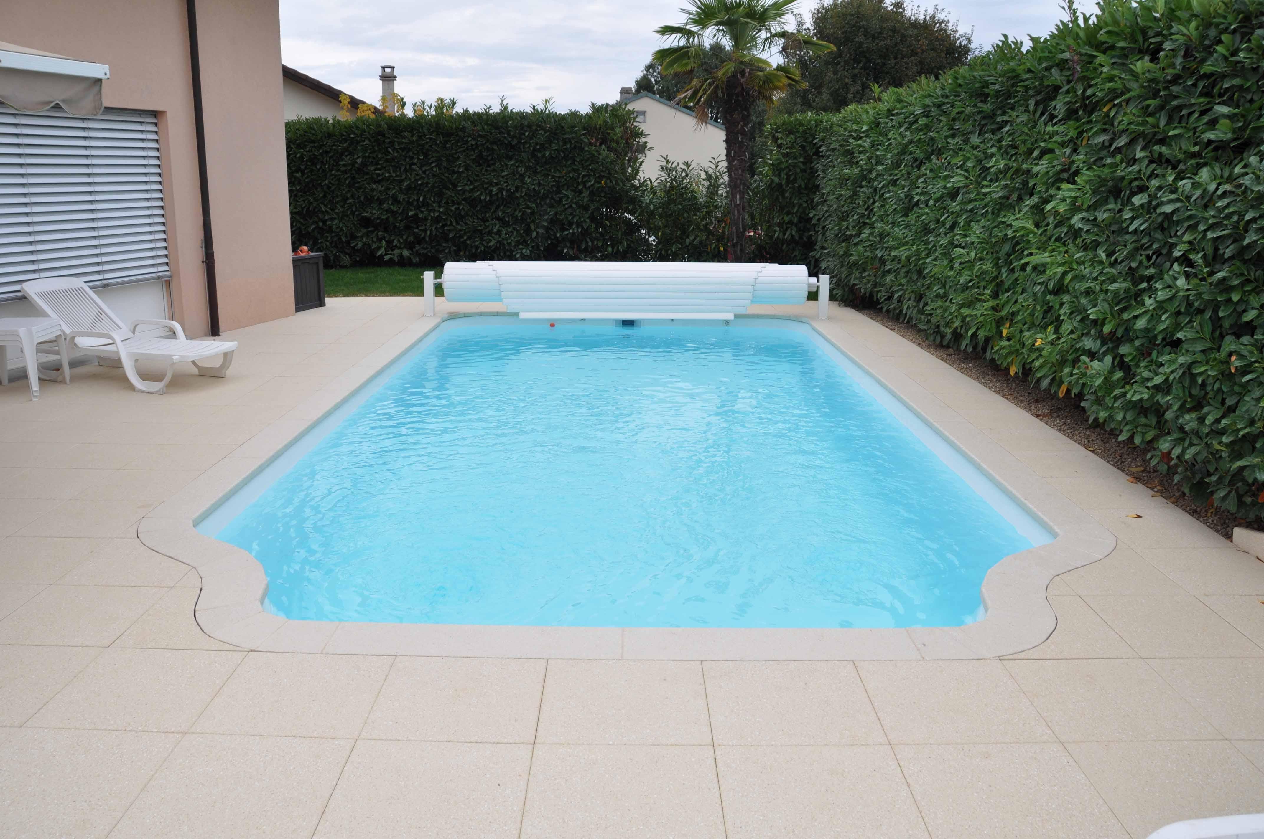 Piscine coque en polyester piscines bertrand for Polyester piscine