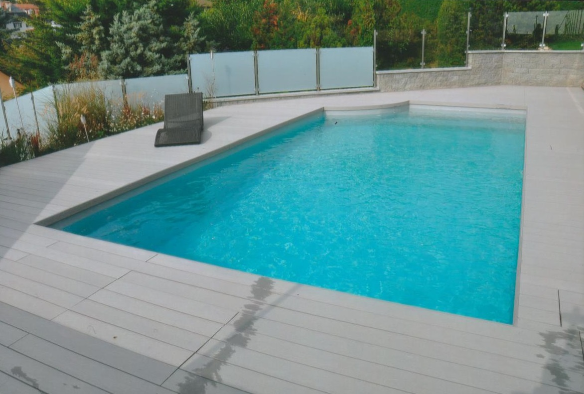 Piscine coque en polyester piscines bertrand for Piscine coque polyester