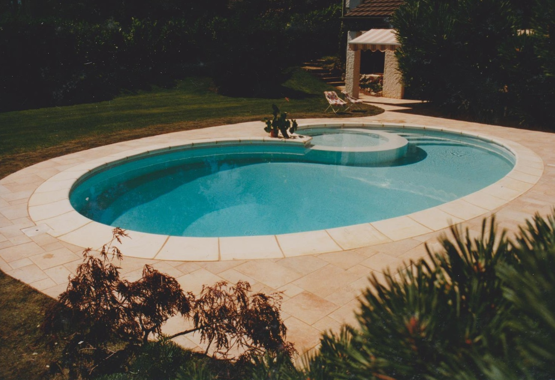 Piscine forme libre piscine forme libre piscine forme for Exceptional piscine forme libre avec plage 2 piscine piscines formes libres