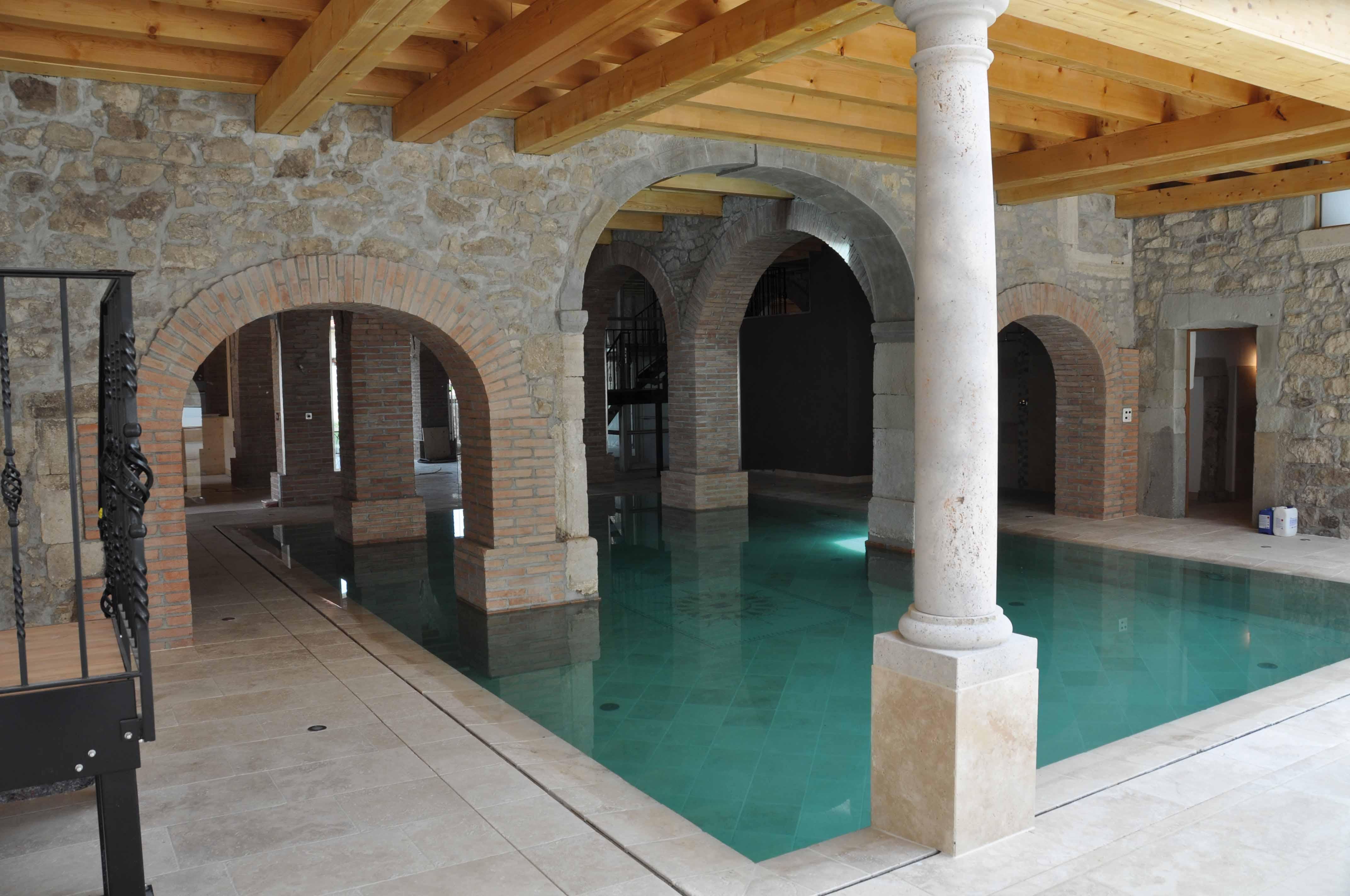 Piscines int rieures piscines bertrand for Piscines interieures