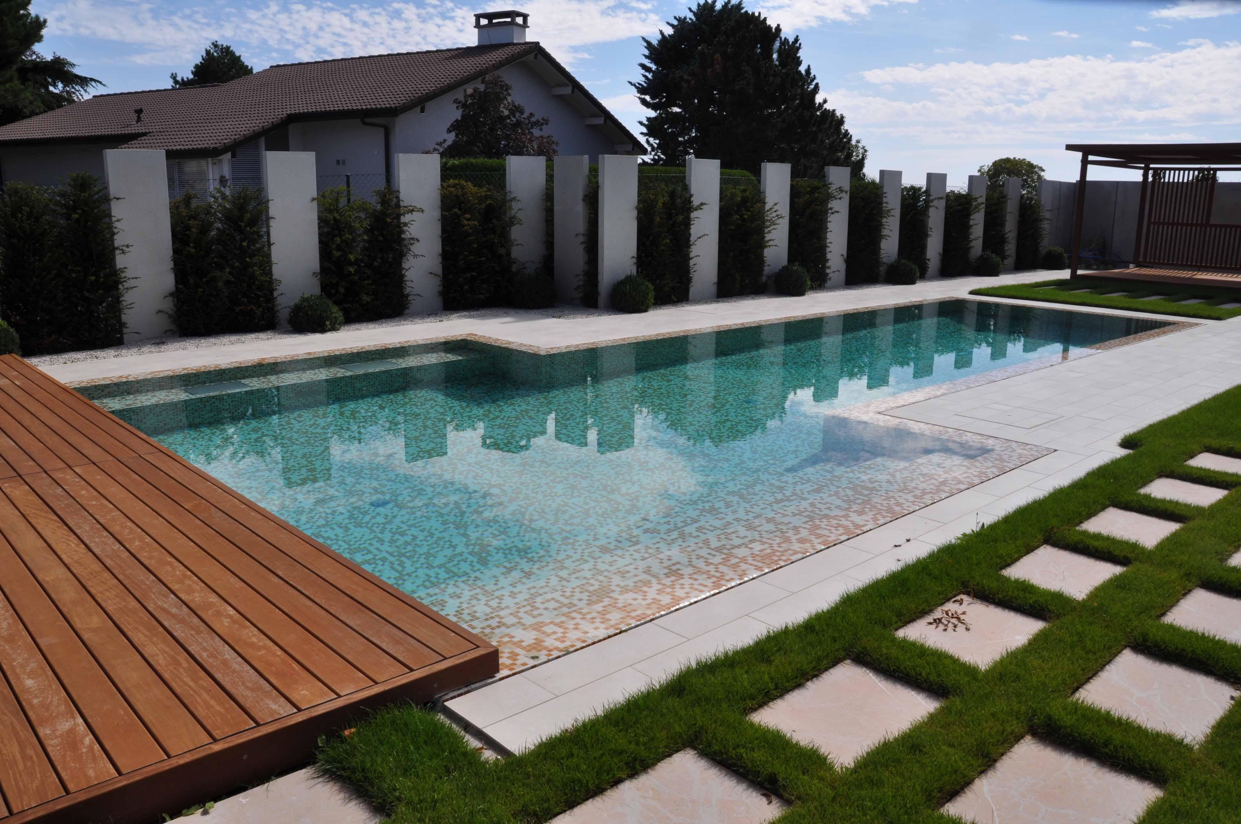 Piscine coque miroir 60146 miroir id es for Cash piscine 8 mai